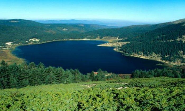 Sonbaharda gezilecek yer abant gölü