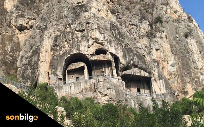Dikenlice Kaya Mezarı