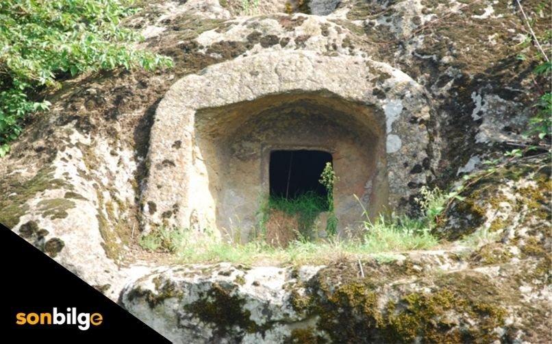 Sucuali Kaya Mezarı