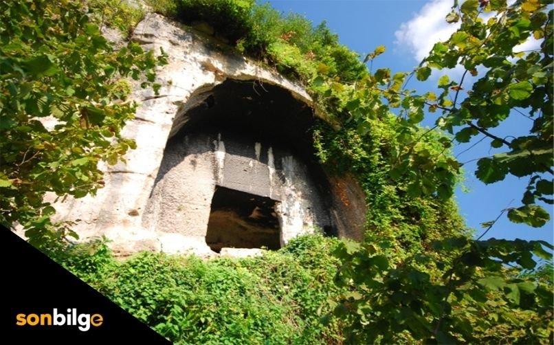Tozkoparan Kaya Mezarı